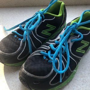 New Balance 890V3 Boy's Black/Lime sneakers Size 6
